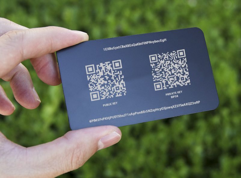 card visit nhựa có in QR code