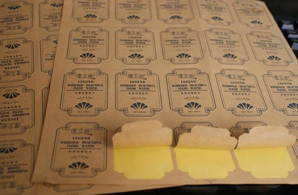 In tem nhãn trên chất liệu decal Kraft